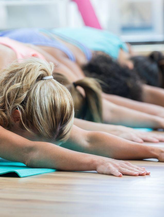 Yoga voor mannen en vrouwen bij Feel Good Fitness Factory.